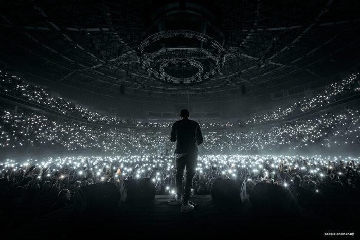 Макс Корж минск арена фонарики 18 тысяч человек концерт
